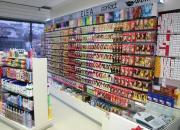 Стенните стелажни системи са приложими и за обзавеждане на козметични магазини, дрогерии и др.